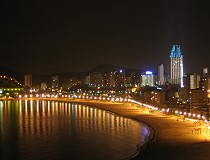 Benidorm at night Photos: Holiday apartments, accommodation, pool, Benidorm